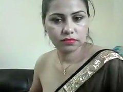 Indian Bhabhi In Sari Cam Show